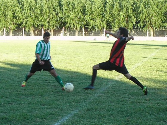 Así se metió en el medio. Unión y Sarmiento animaron un vertiginoso y lindo partido.