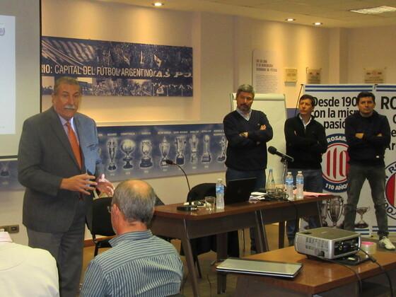 El Presidente de la Asociación Rosarina de Fútbol acompañó a los hombres de AFA.